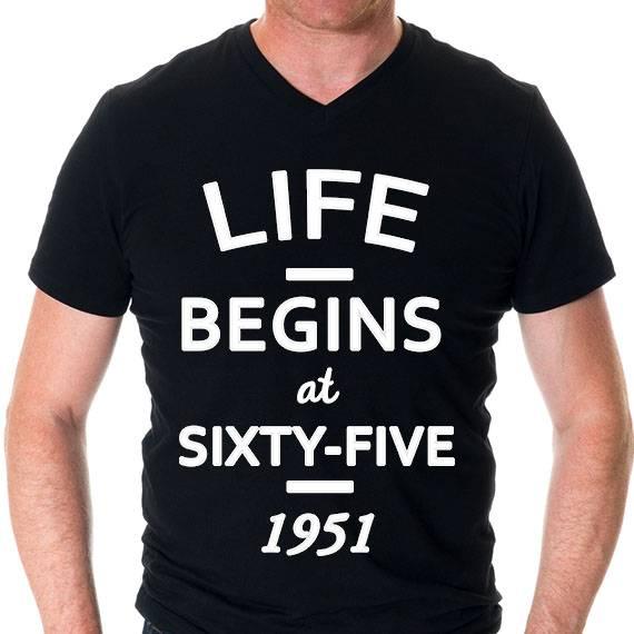 חולצה מודפסת לגבר ״life begins״