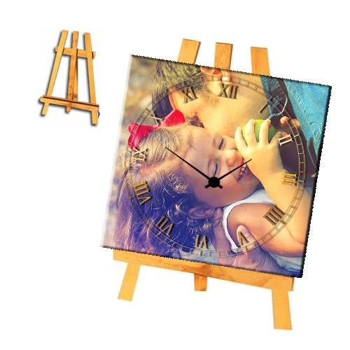 תמונת עץ עם שעון ומעמד