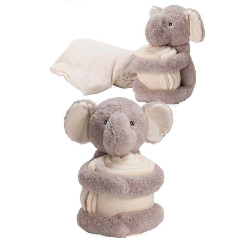 פיל מחבק שמיכה
