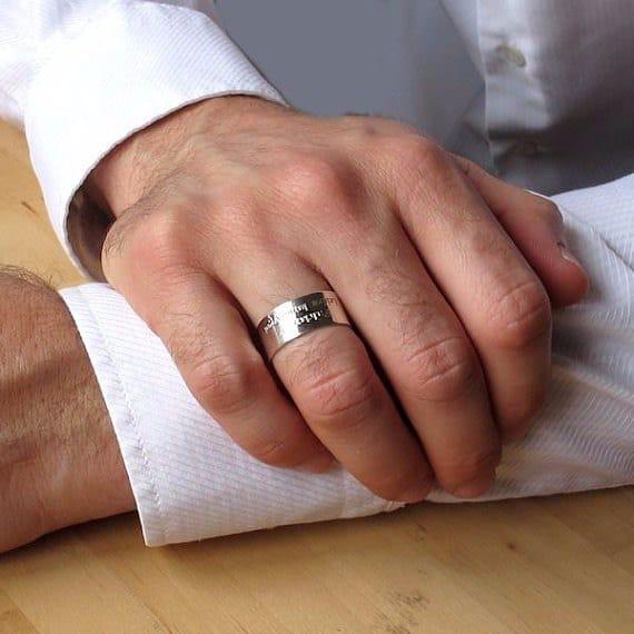 """טבעת כסף עם הקדשה דגם """"Vinicius"""""""