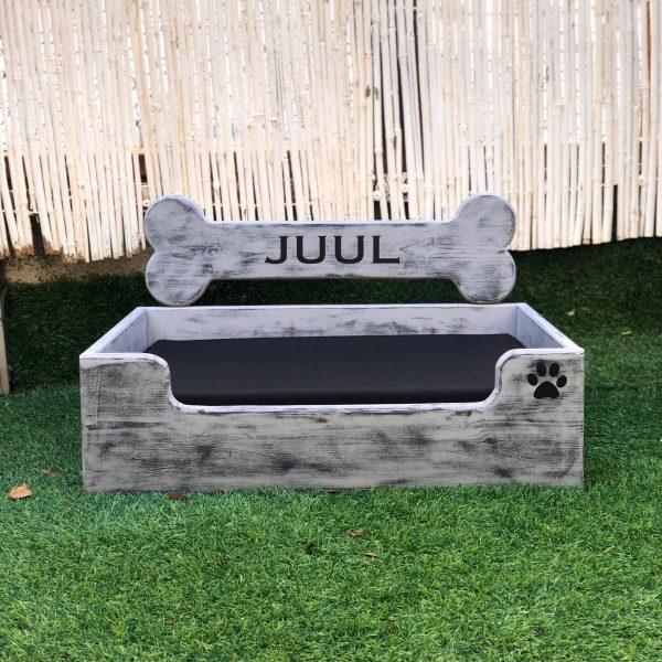 """מיטה מעוצבת לכלב מעץ אורן בהתאמה אישית 50X65 ס""""מ"""