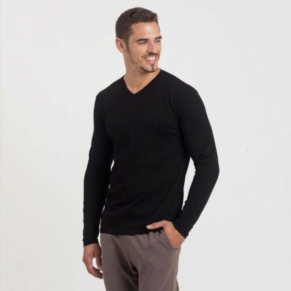 חולצת כותנה בצבע שחור לגברים צווארון וי שרוול ארוך [ מותג – Hanes ]
