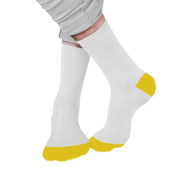 גרביים לבנות עם קצה ועקב צהובים בעיצוב עצמי